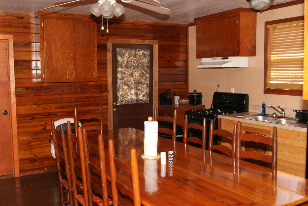 Mossey Creek Outdoors Lodging Kitchen and Dining Room